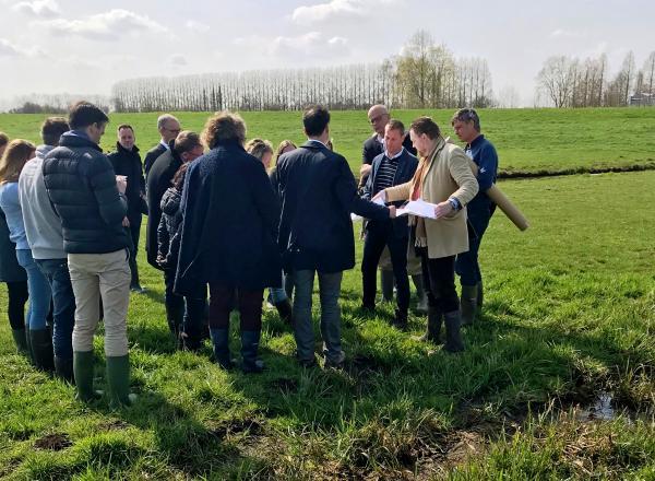 groep-bij-een-opbarsting-in-polder-middelburg2